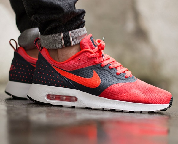 4fd04042351 ... Nike Air Max Tavas Essential