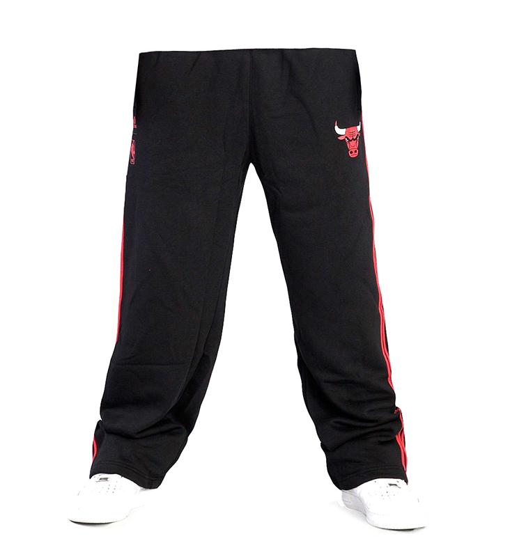 0e26de7336 Adidas Pantalón Price Point Chicago Bulls (negro rojo)